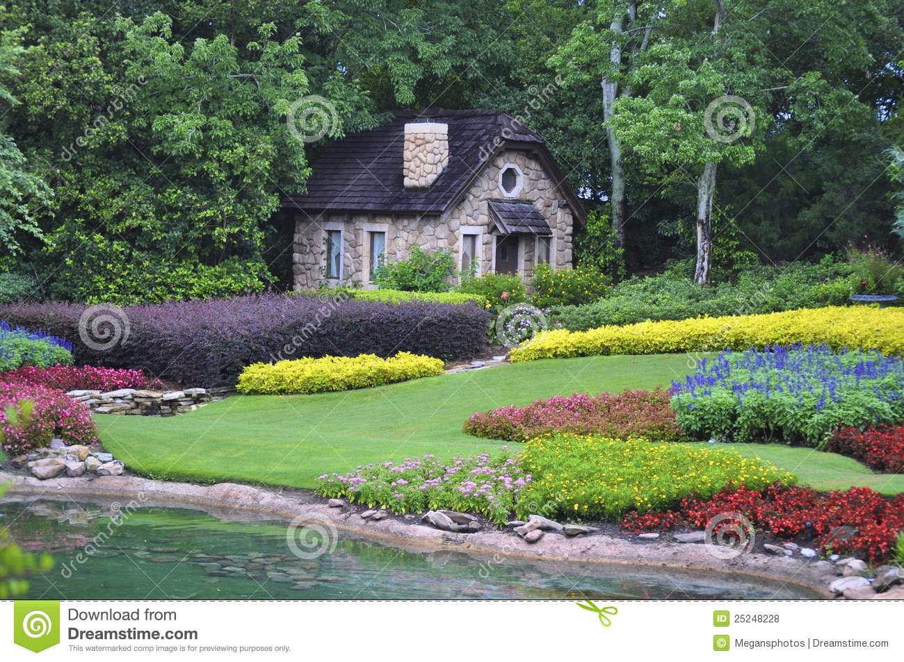 Cottage in the woods royalty free stock photos image - Beau petit jardin ...