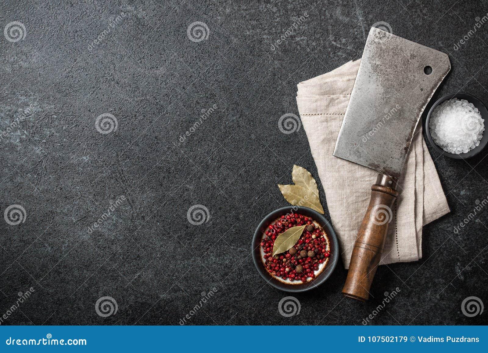 Cottura del fondo con la mannaia d annata e le spezie del macellaio sul bl