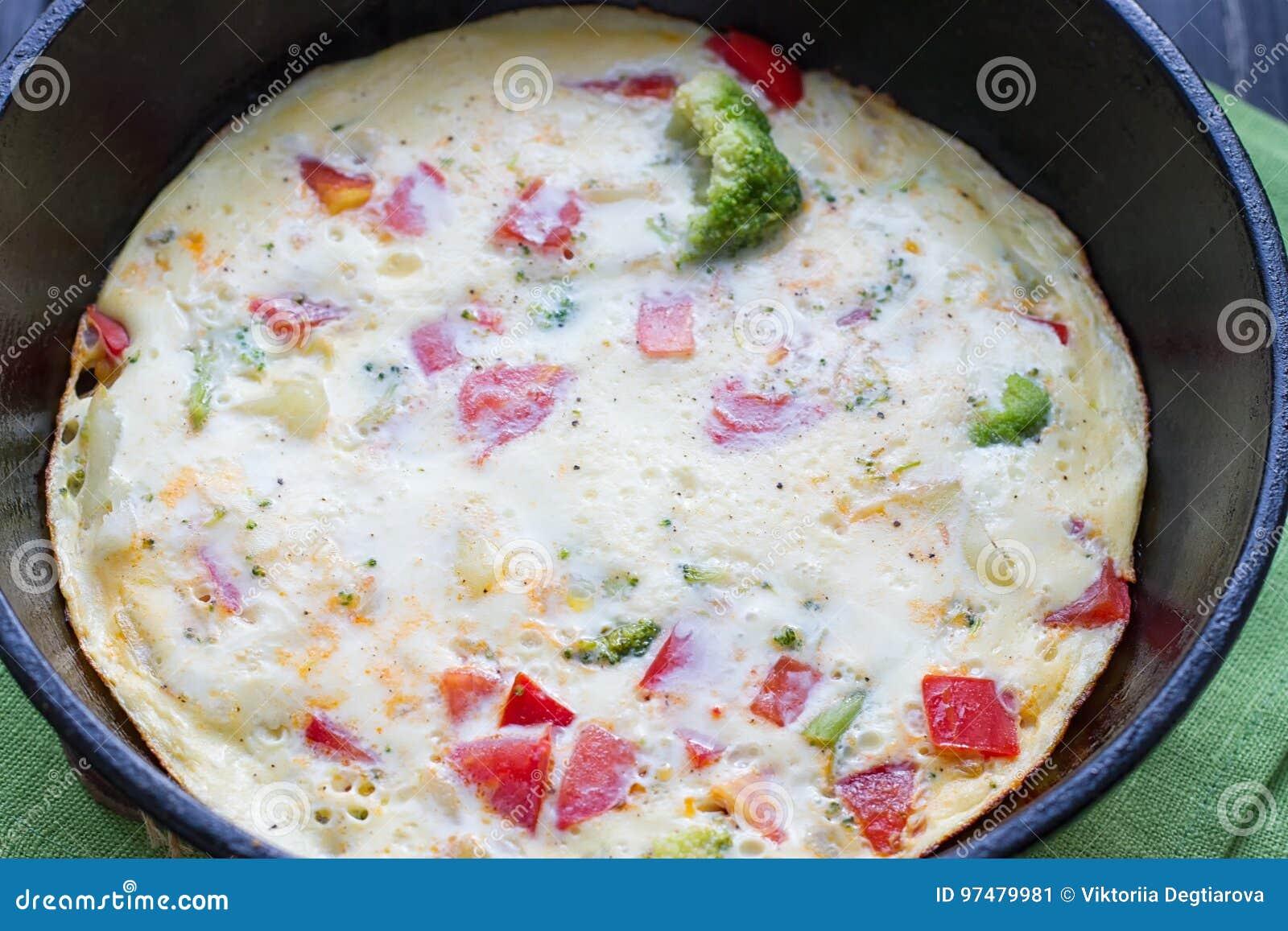 Cottura dell omelette in una pentola