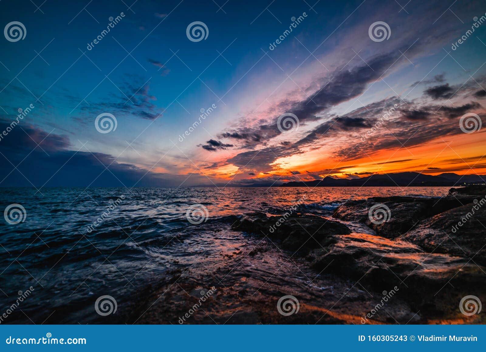 Coucher De Soleil Sur La Mer Dans Les Tons Bleus Image Stock