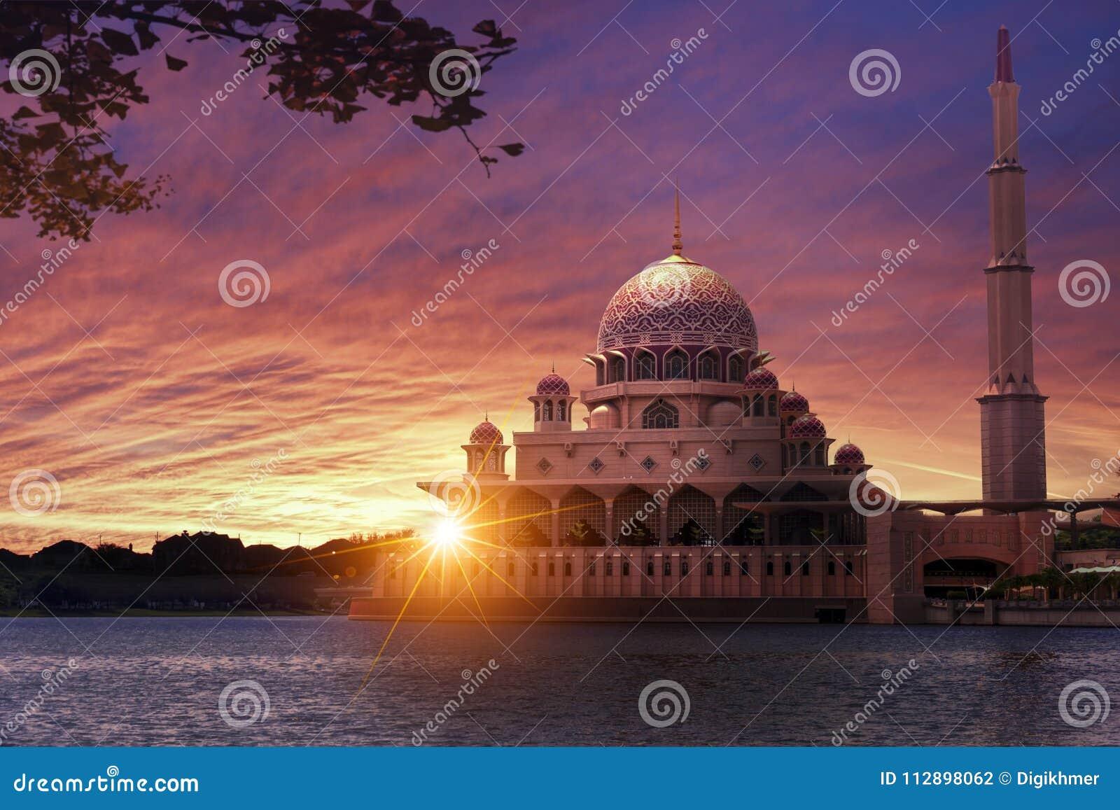 Coucher du soleil à la mosquée classique