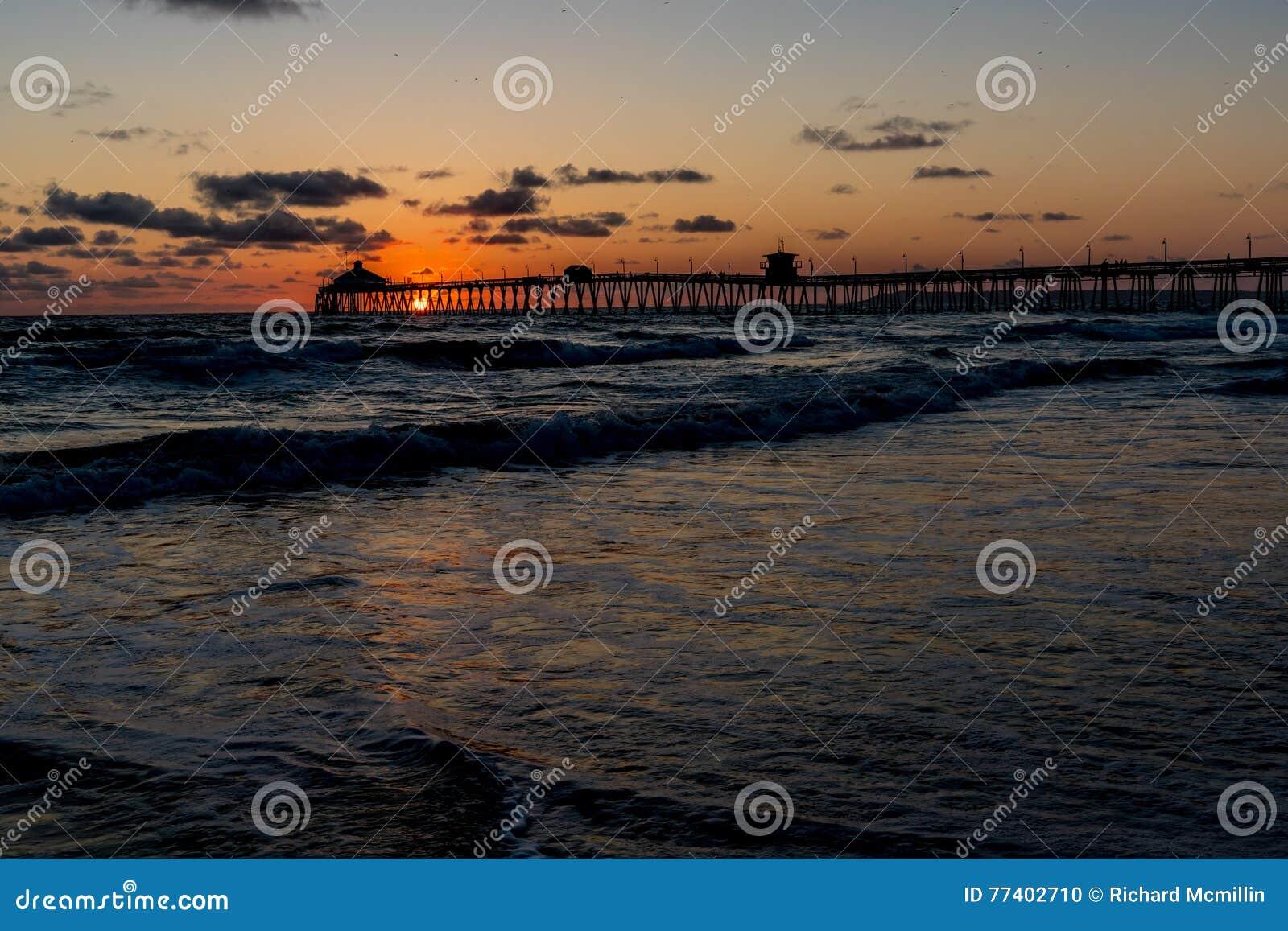 Coucher du soleil à la plage impériale, CA