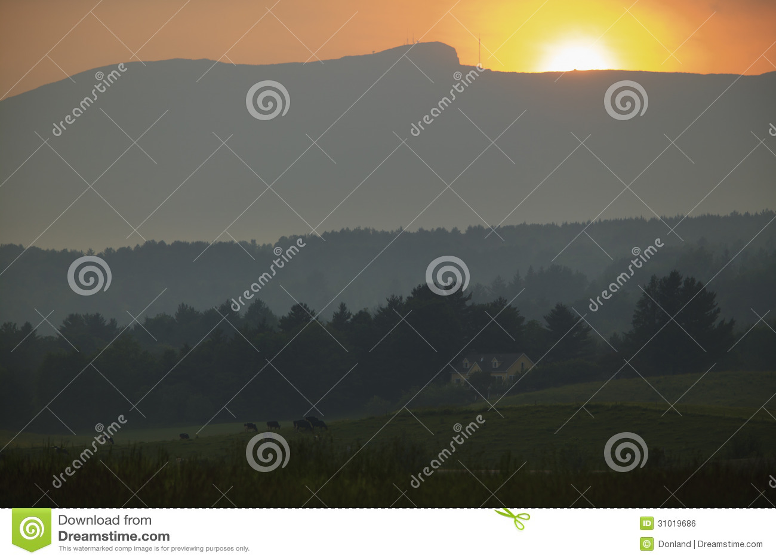 Coucher du soleil au-dessus de Mt. Mansfield dans Stowe Vermont