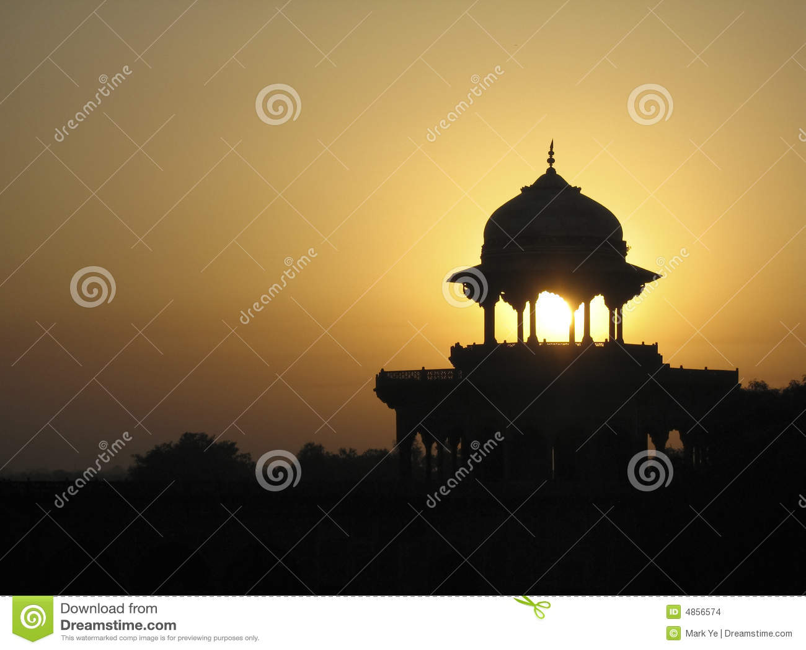 Coucher du soleil au-dessus de Taj Mahal