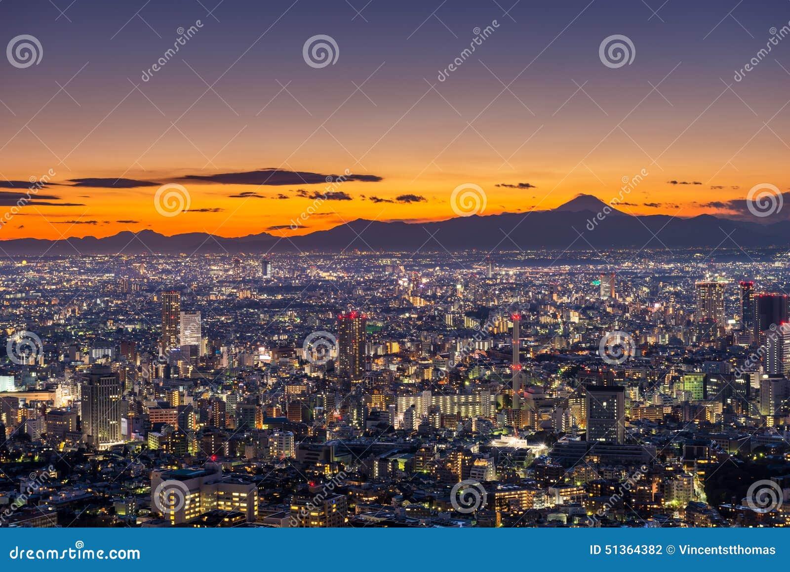 Coucher du soleil au-dessus de Tokyo