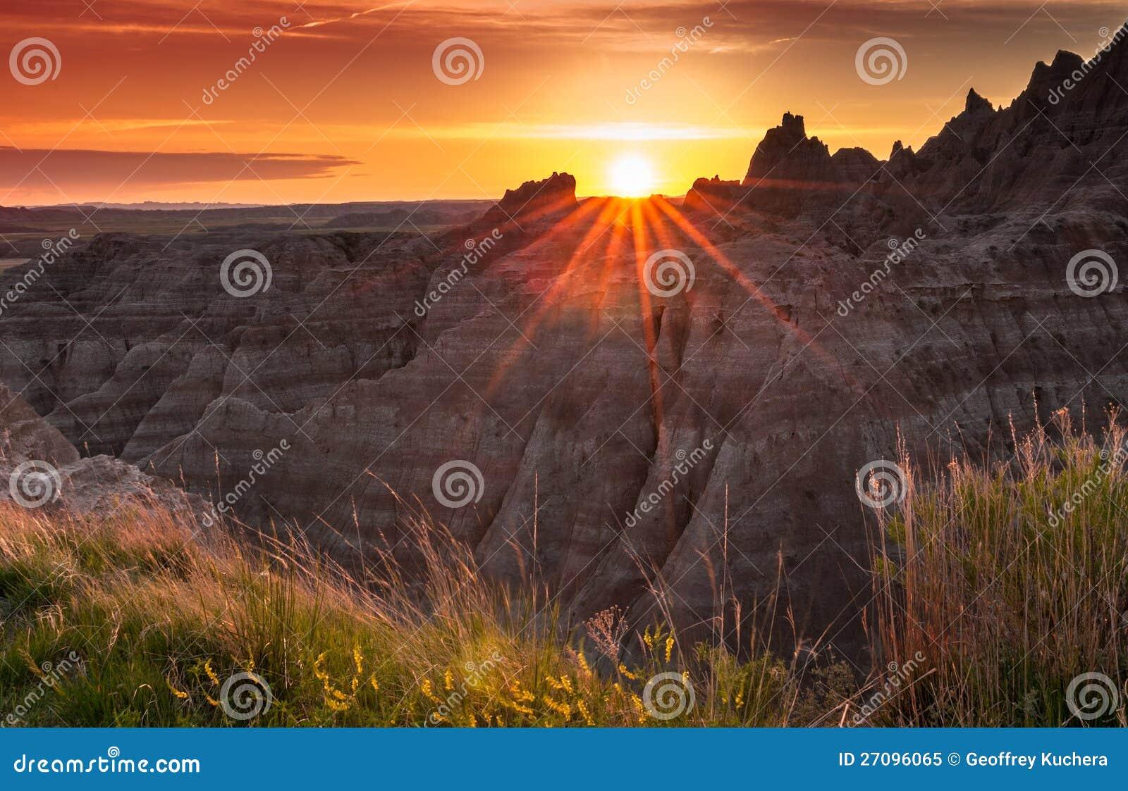 Coucher du soleil au-dessus des bad-lands du Dakota du Sud