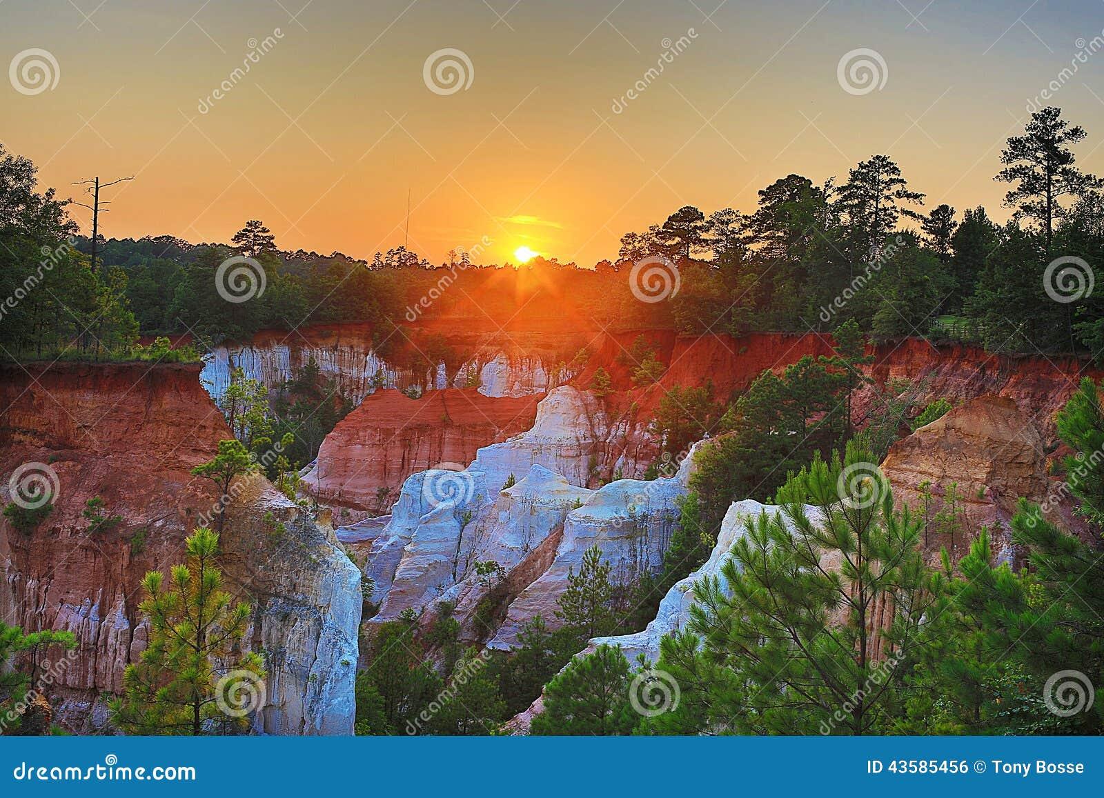 Coucher du soleil au-dessus des canyons