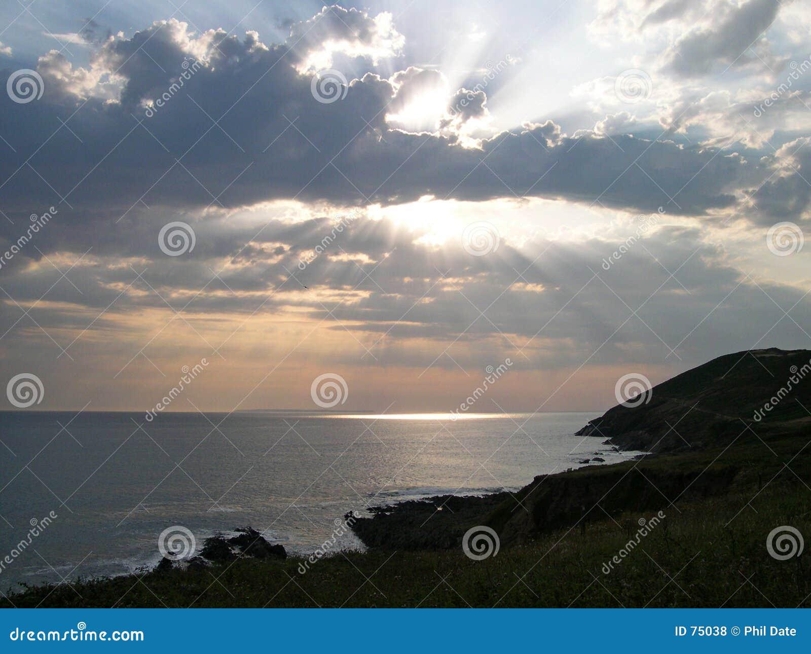 Coucher du soleil au-dessus des falaises 2
