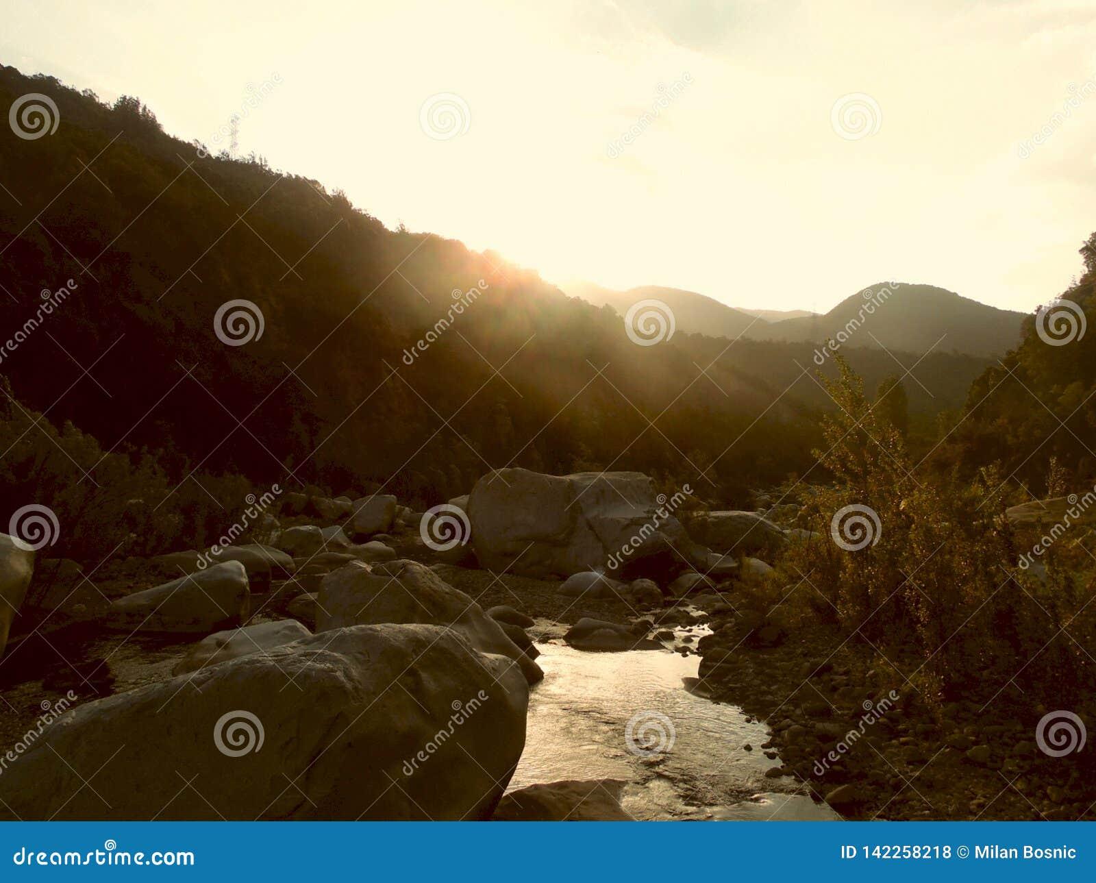 Coucher du soleil au rivage du