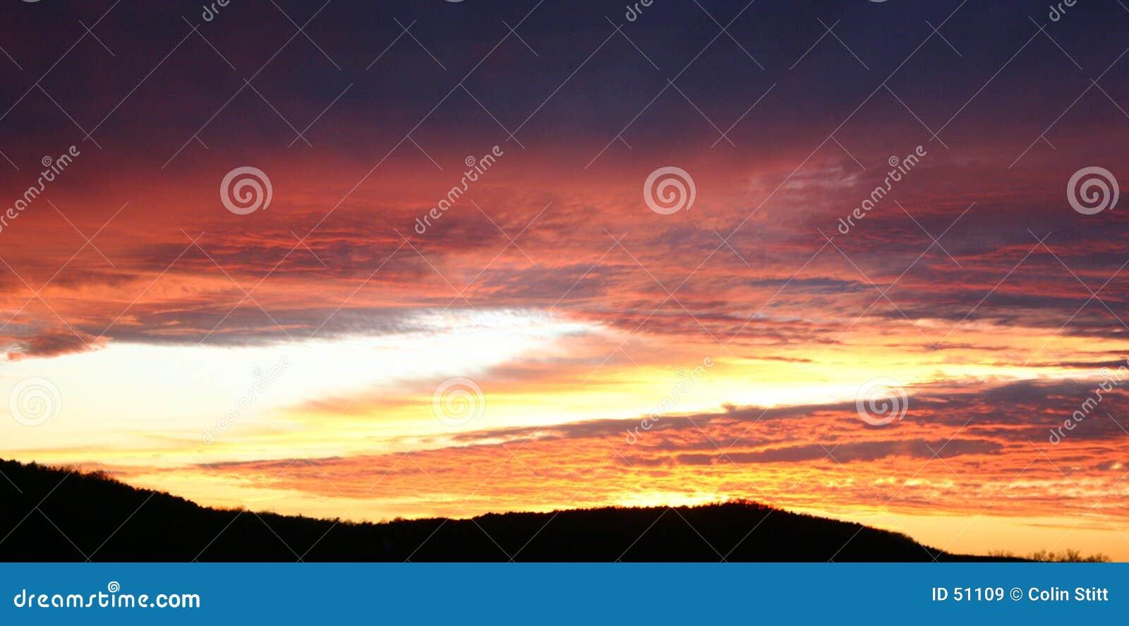 Download Coucher du soleil d'or image stock. Image du lumière, soirée - 51109