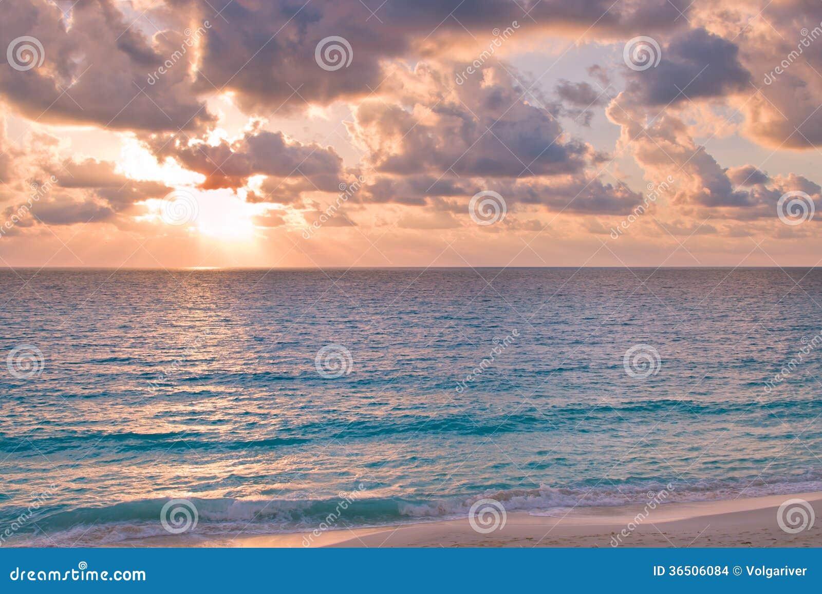 Coucher du soleil d océan