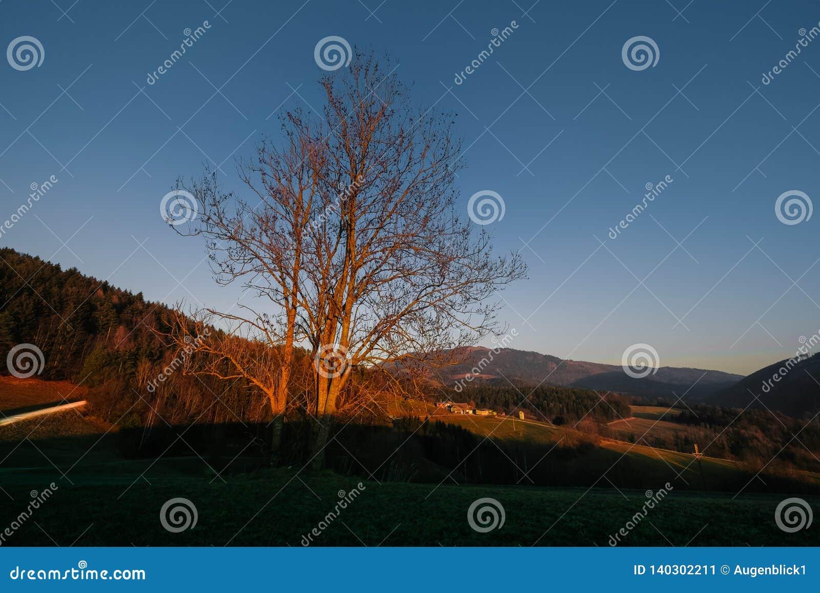 Coucher du soleil dans les collines styrian