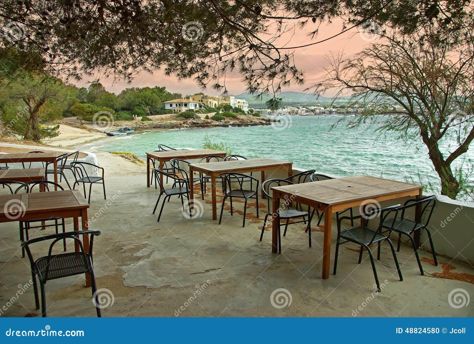 coucher du soleil dans une terrasse m diterran enne photo stock image 48824580. Black Bedroom Furniture Sets. Home Design Ideas