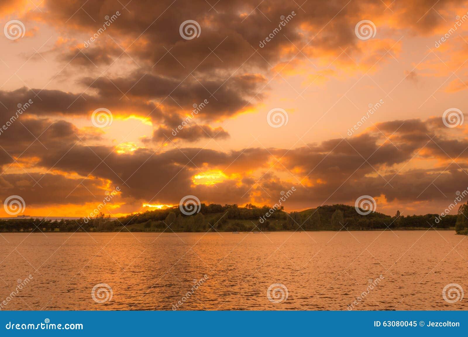 Download Coucher Du Soleil De Lakeside Image stock - Image du paisible, outdoors: 63080045