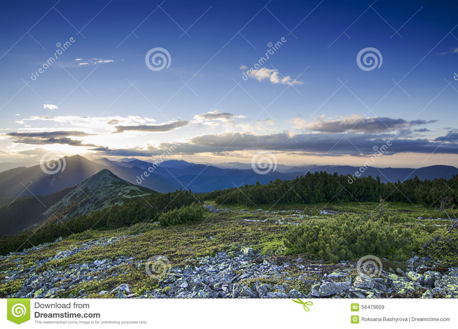 Coucher du soleil de montagne