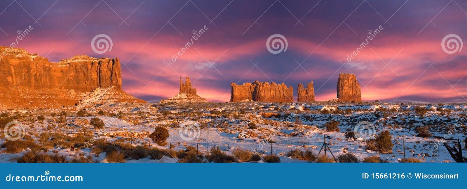 Coucher du soleil de panorama de stationnement d Indien de Navajo de vallée de monument