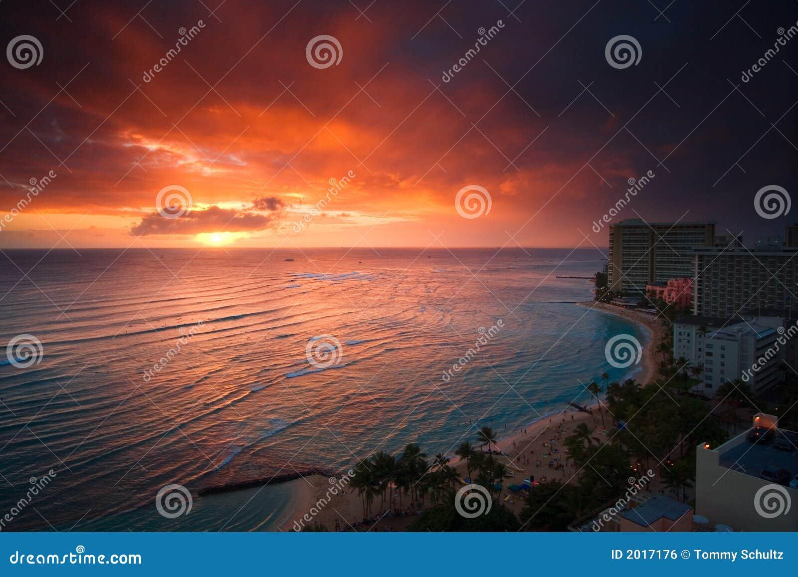 Coucher du soleil de plage de Waikiki