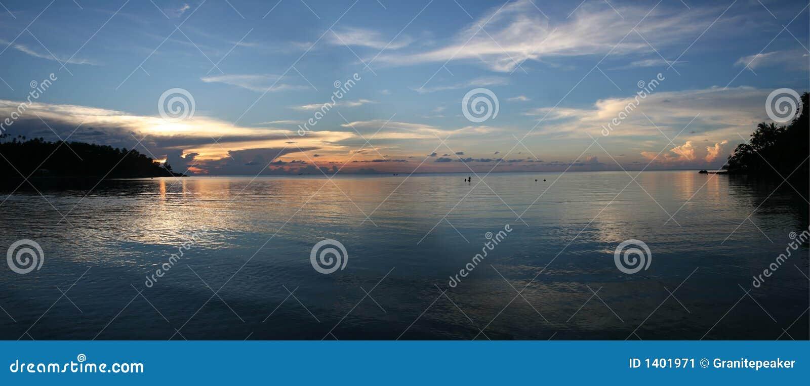 Coucher du soleil de plage - pureté