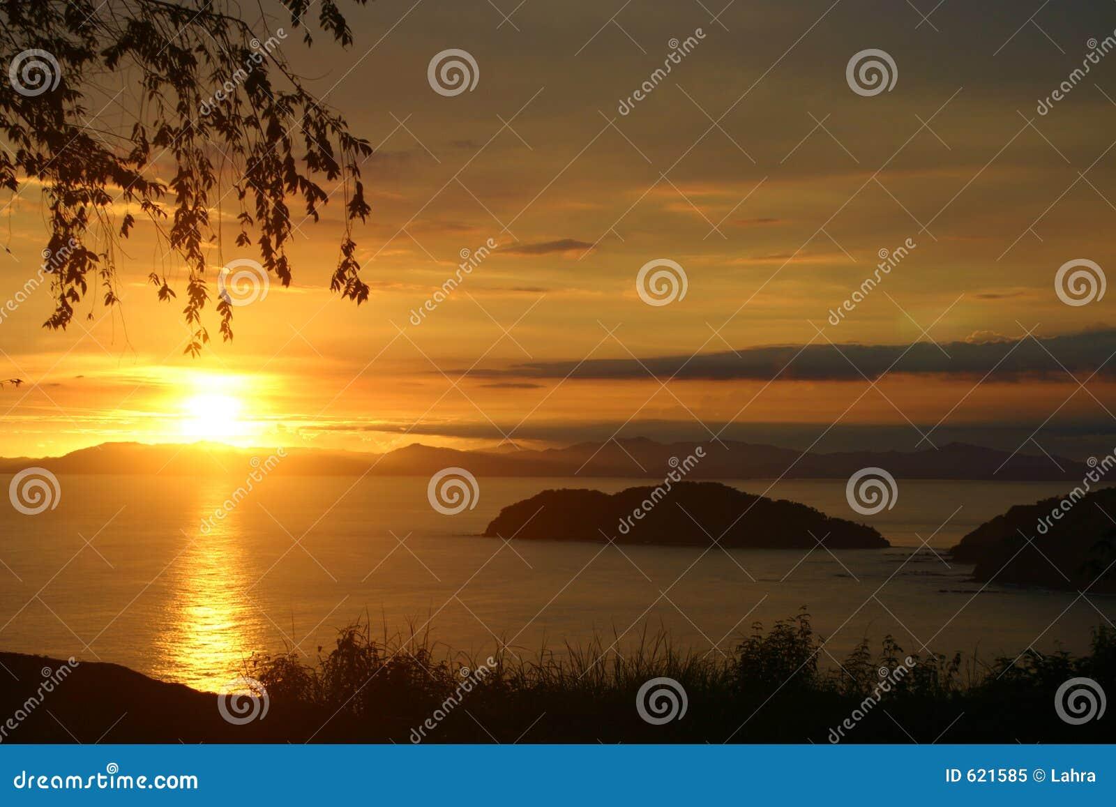 Coucher du soleil de Rican de côte