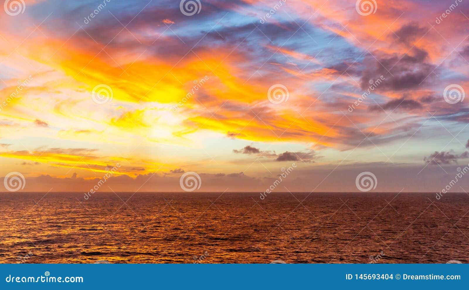 Coucher du soleil en mer