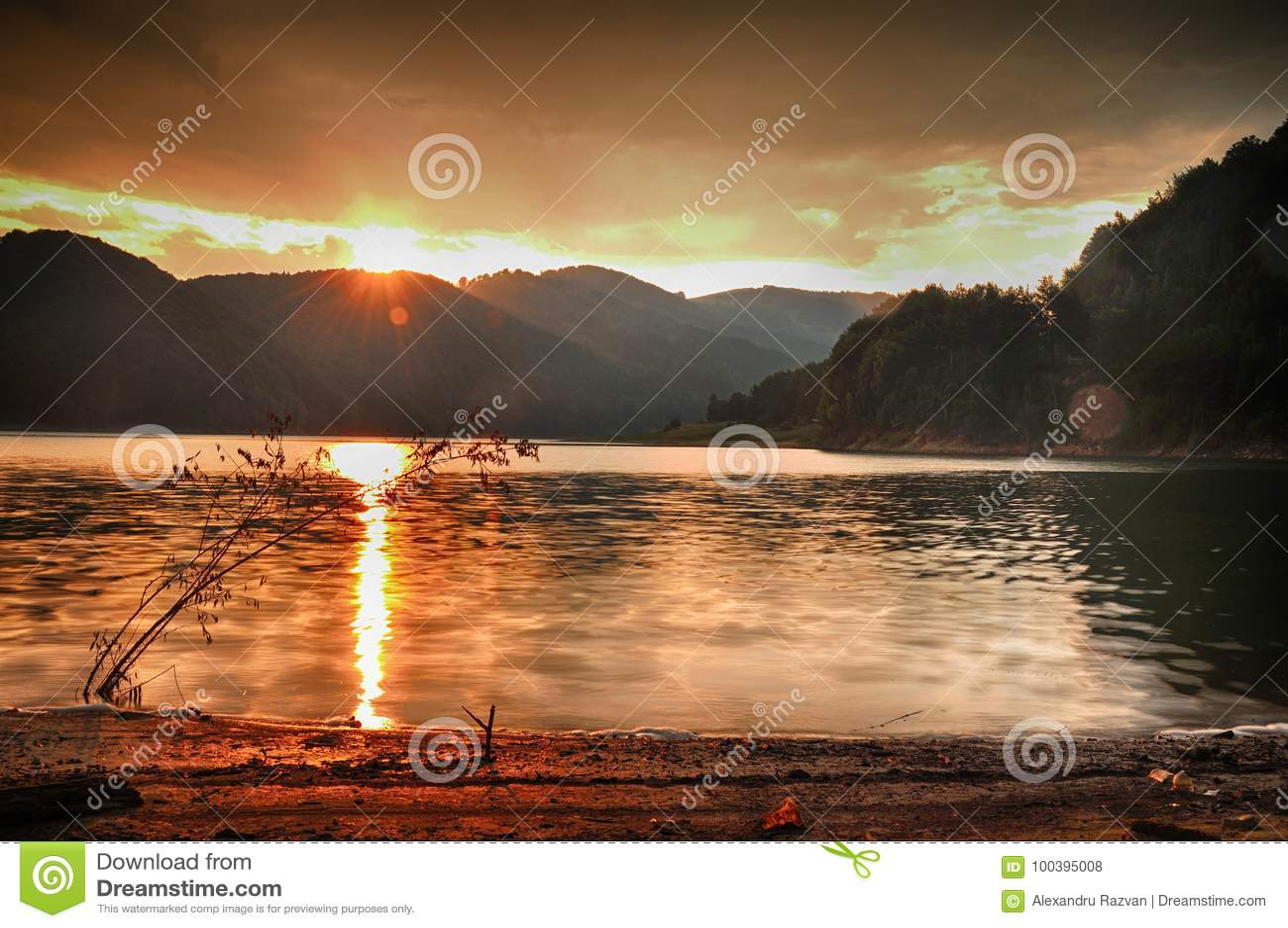 Coucher du soleil en montagne