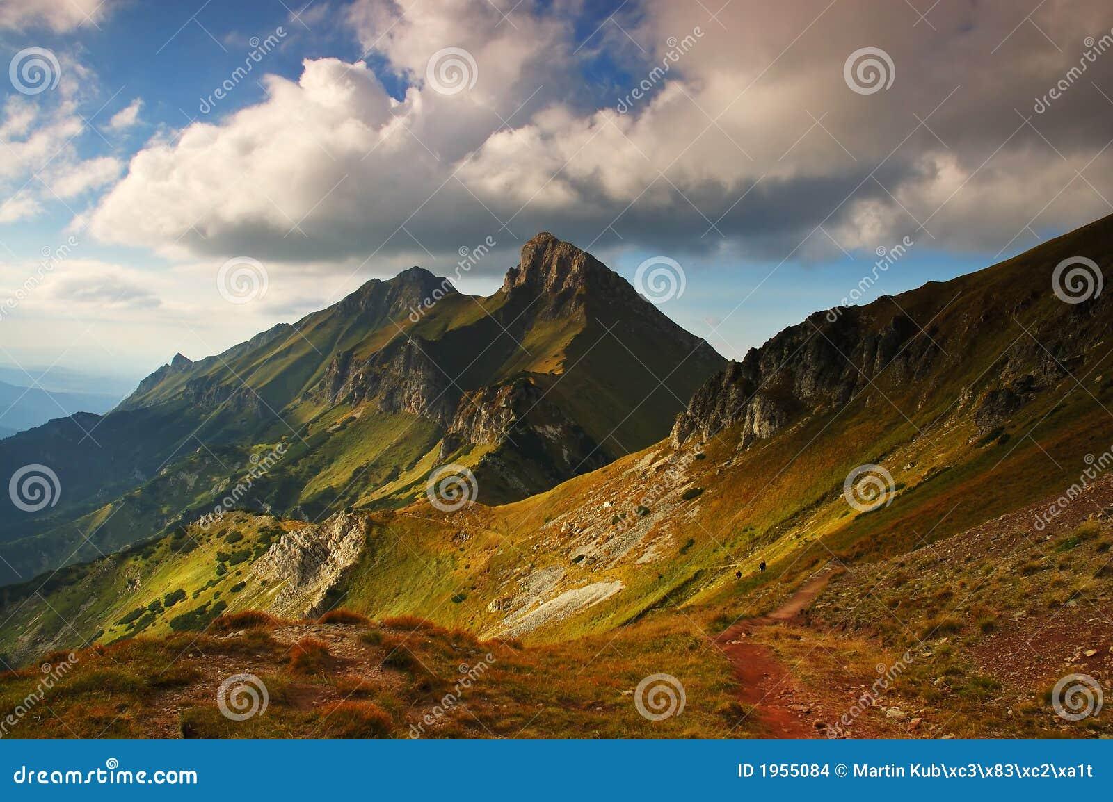Coucher du soleil en montagnes