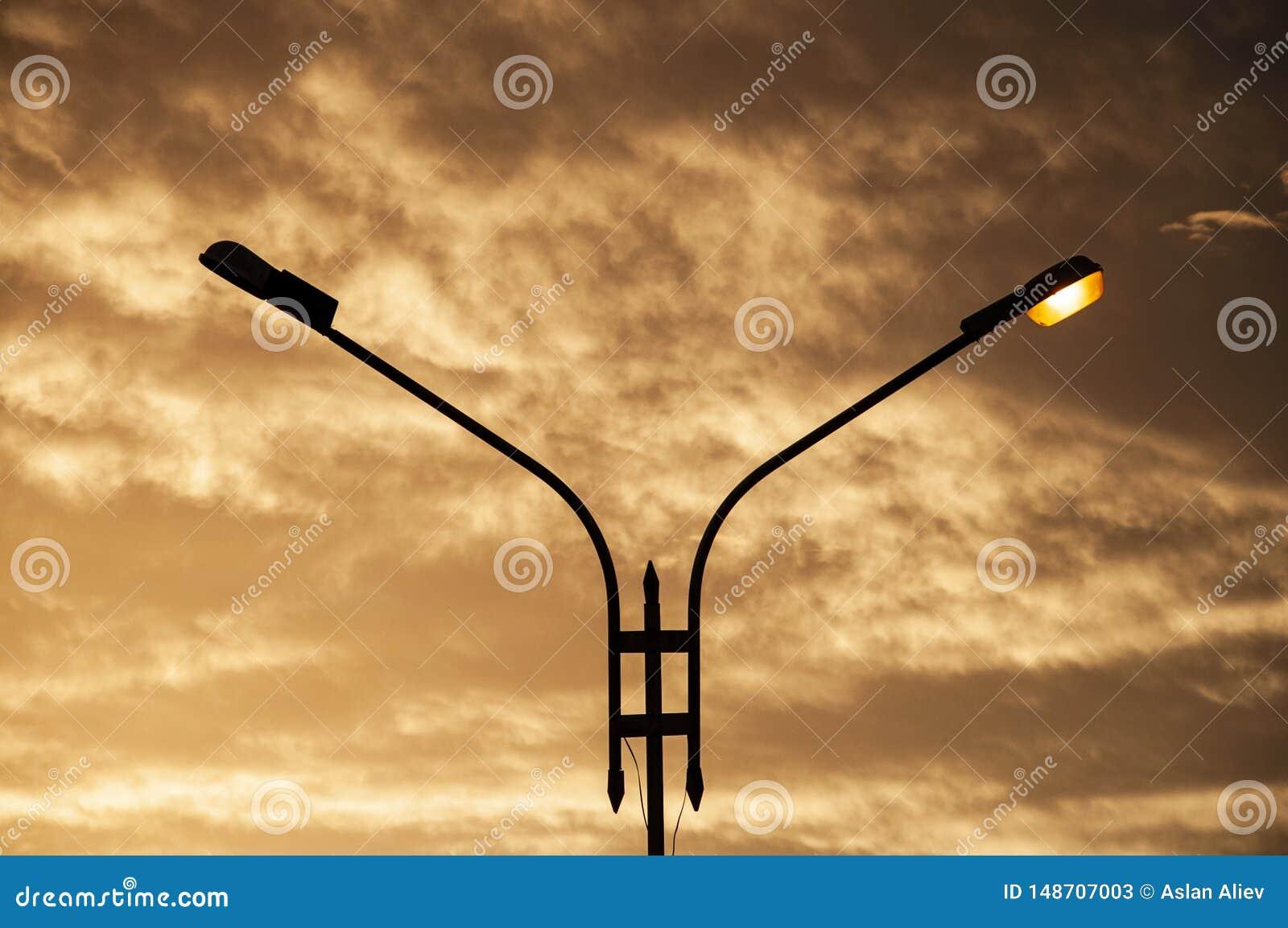 Coucher du soleil et lanterne