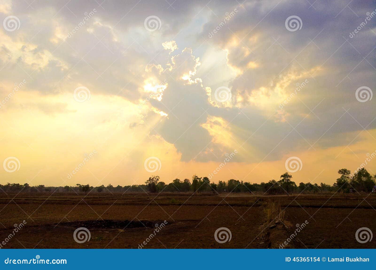 Coucher du soleil et nuage