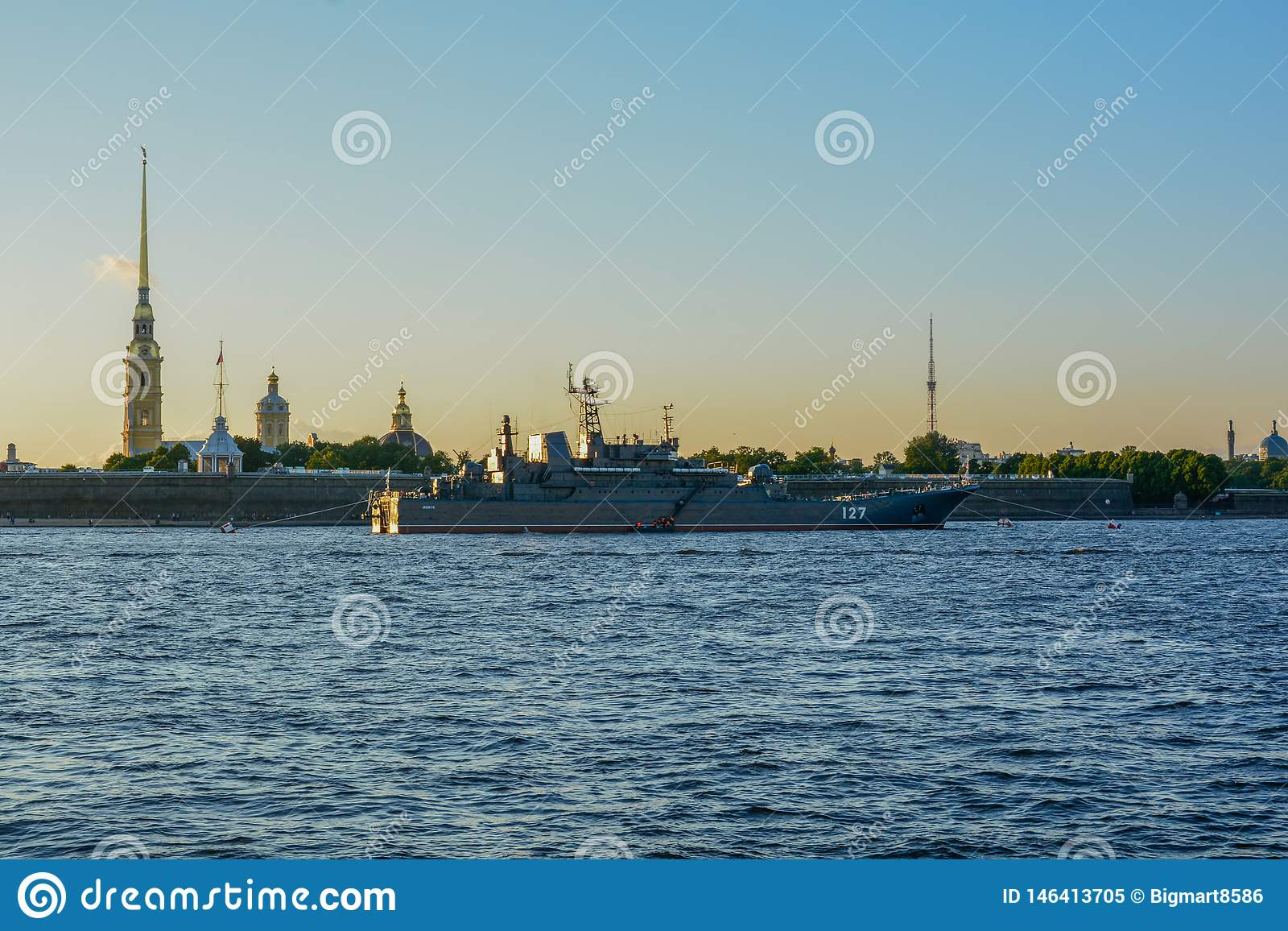 Coucher du soleil ? l heure d ?t? de St Petersbourg