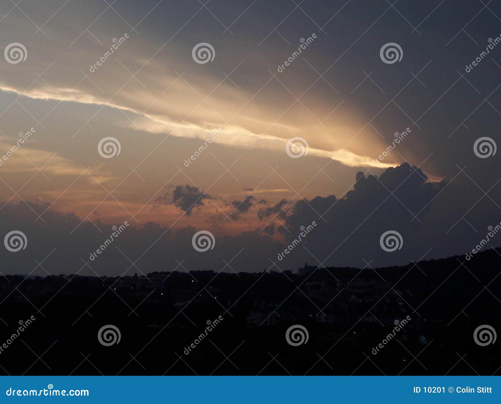 Coucher du soleil orageux