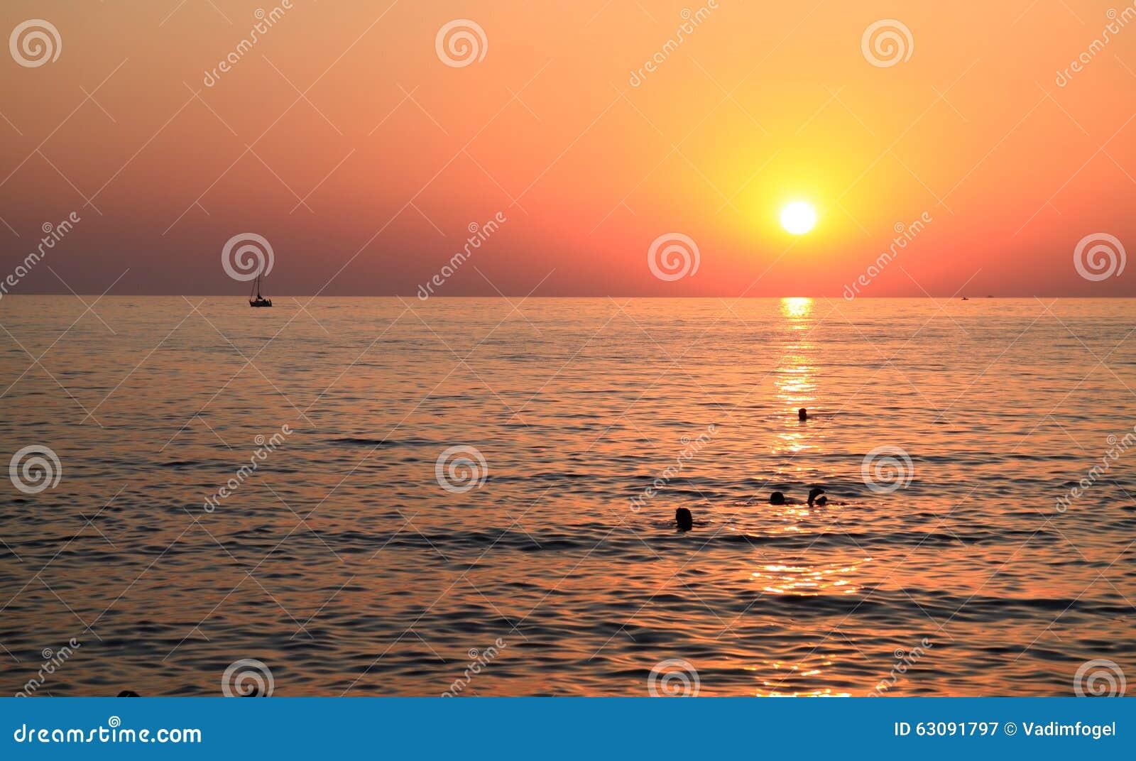 Download Coucher Du Soleil Sur La Mer Image stock - Image du été, crépuscule: 63091797
