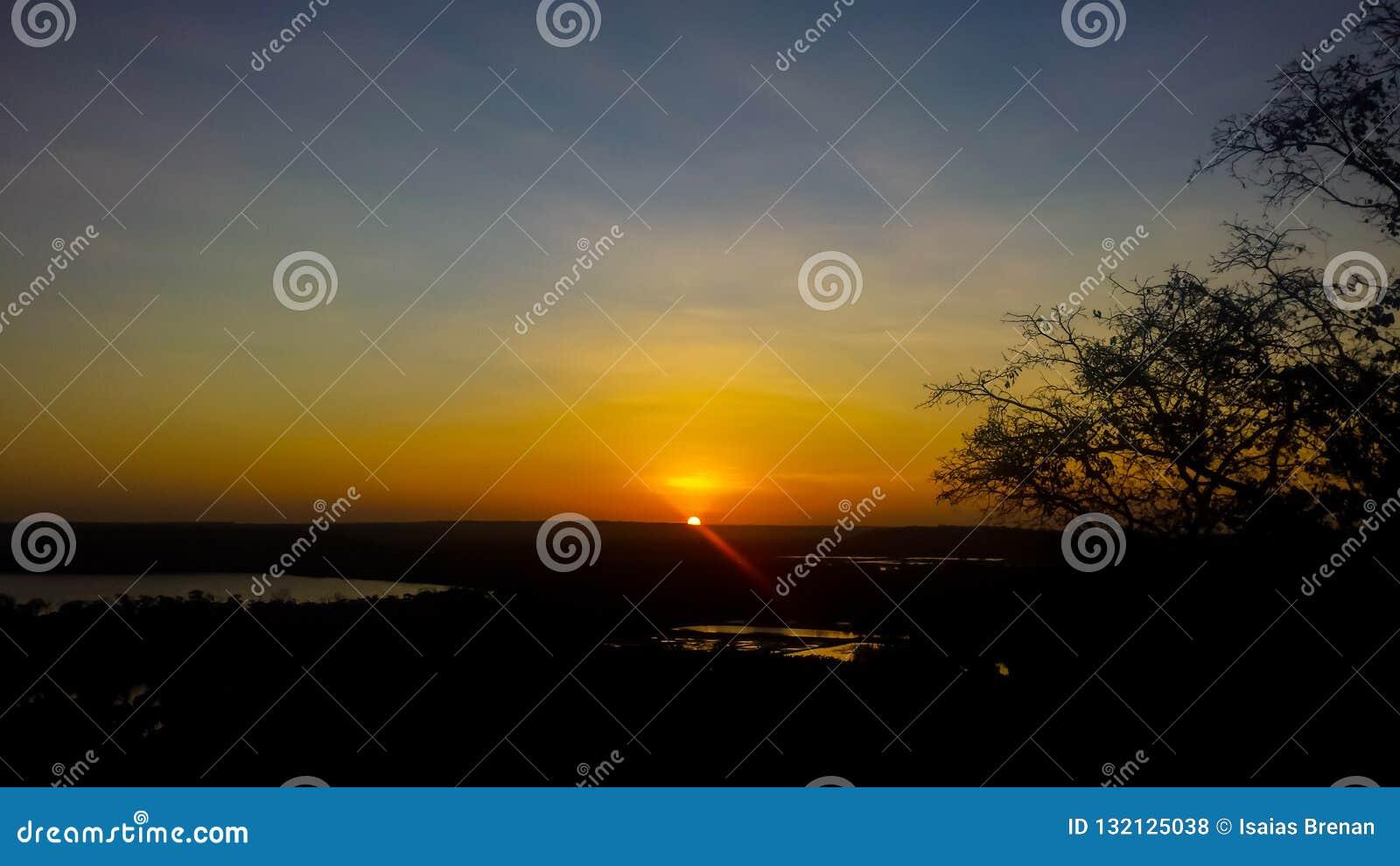Coucher du soleil sur la montagne
