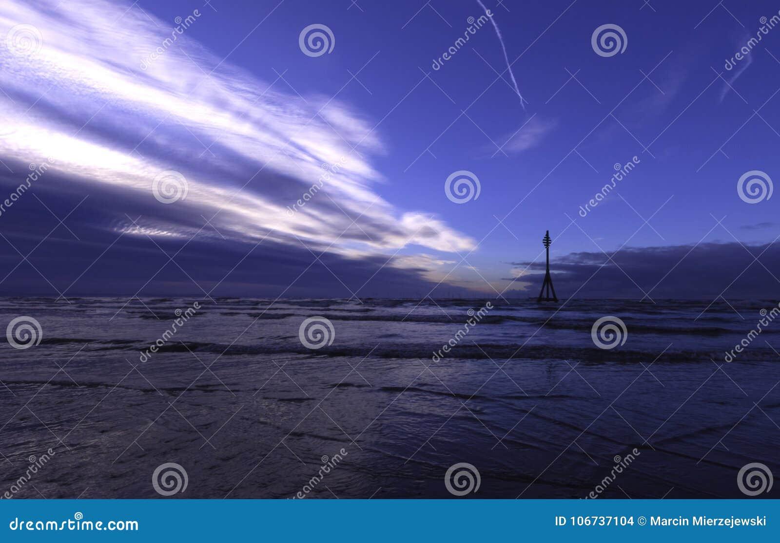 Coucher du soleil sur la plage de Crosby, Crosby, Liverpool, R-U