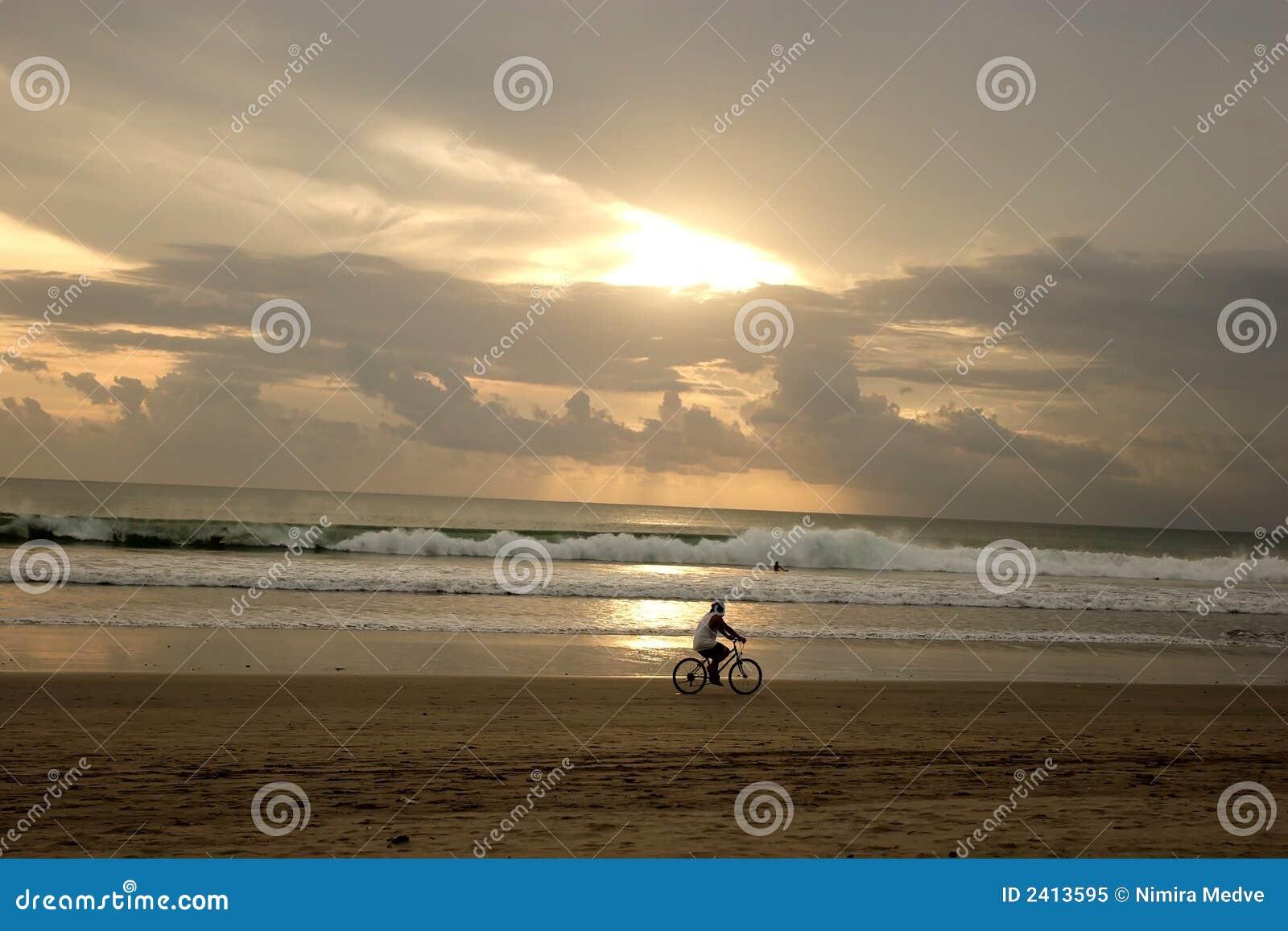 Coucher du soleil sur la plage de Kuta