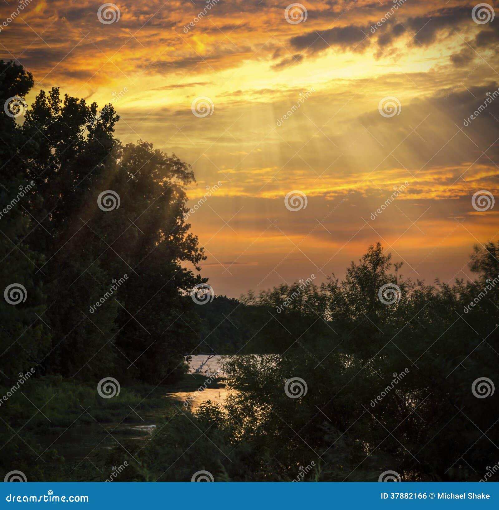 Coucher du soleil sur la rivière de Maumee