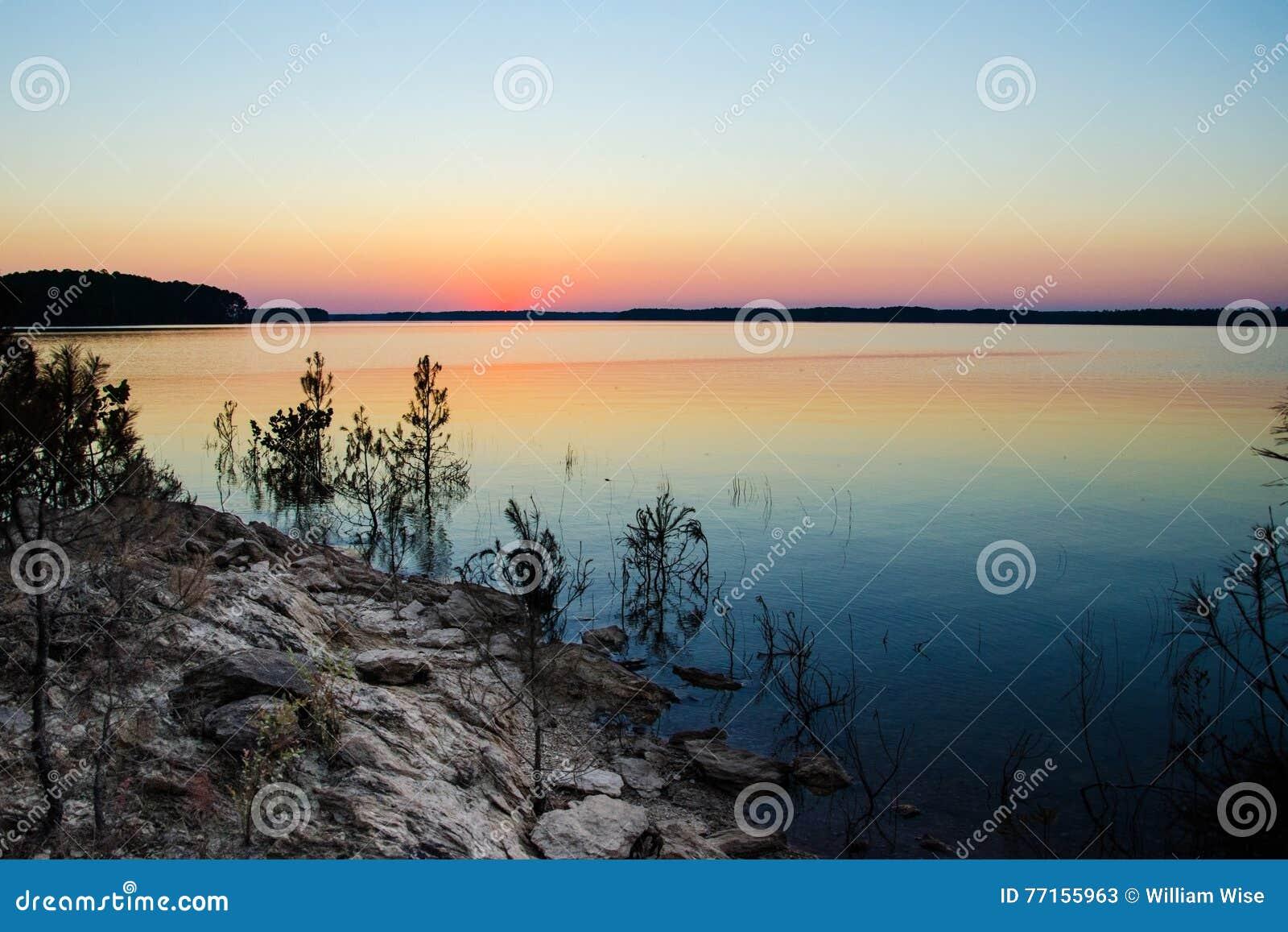 Coucher du soleil sur le lac hill de Clarkes