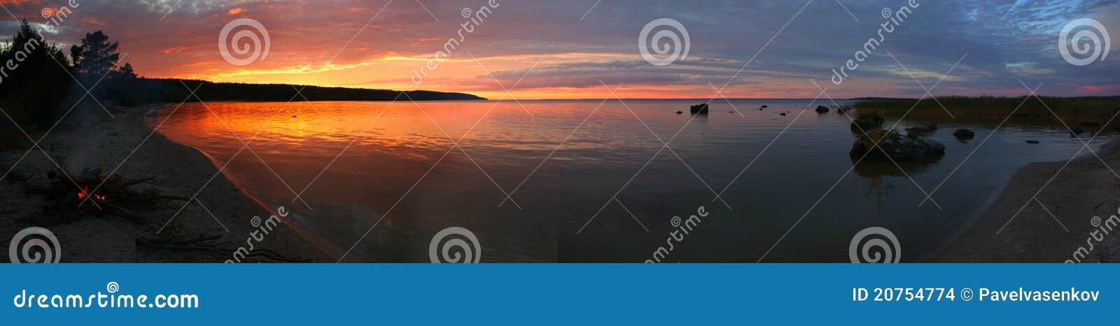 Coucher du soleil sur le lac Onega