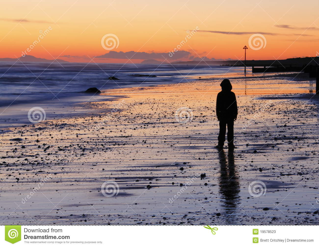 Coucher du soleil triste de plage de gar on photos stock image 19578523 - Foto de garcon ...