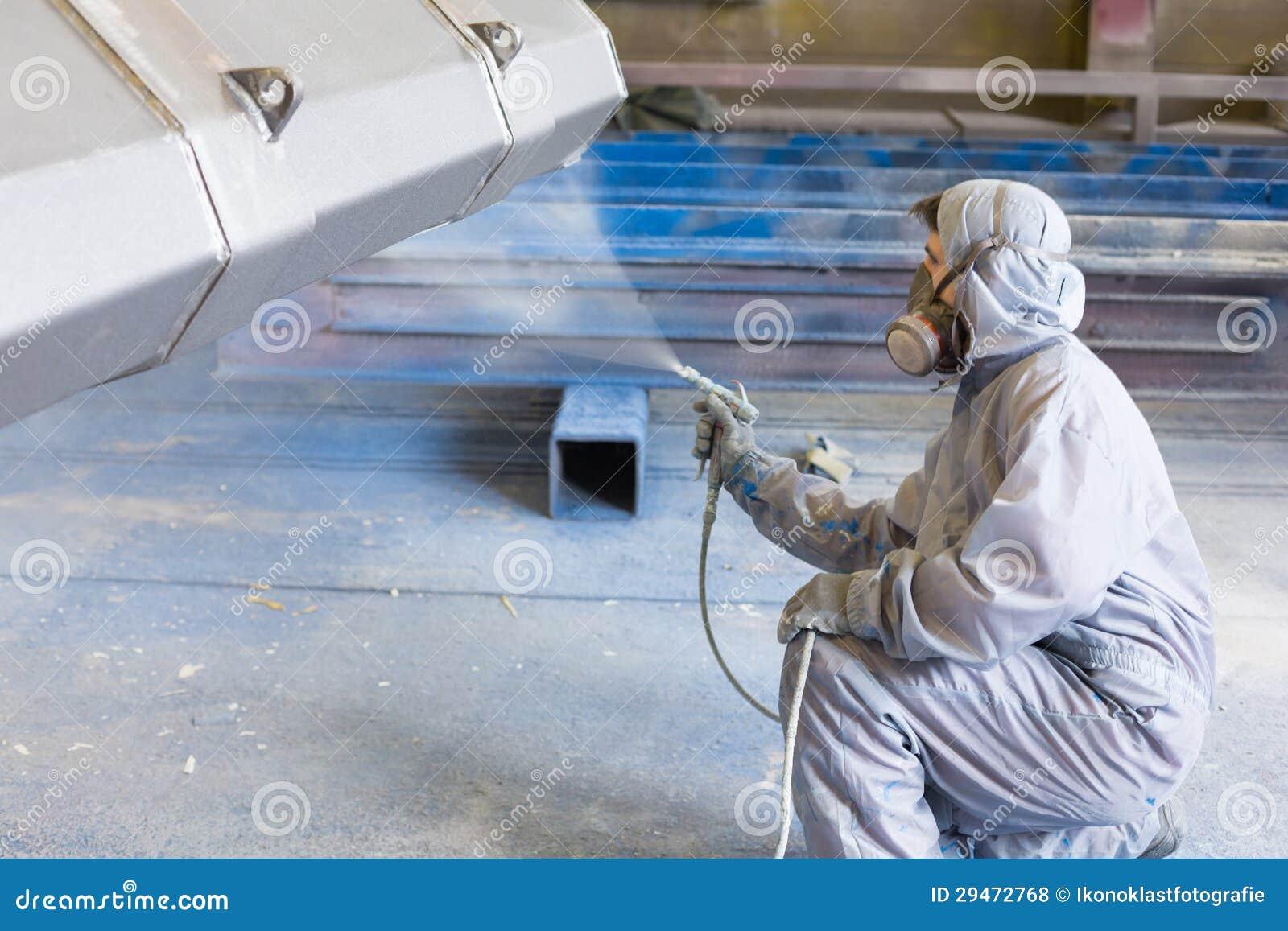 Couleur de pulvérisation de peintre de véhicule sur la position de construction