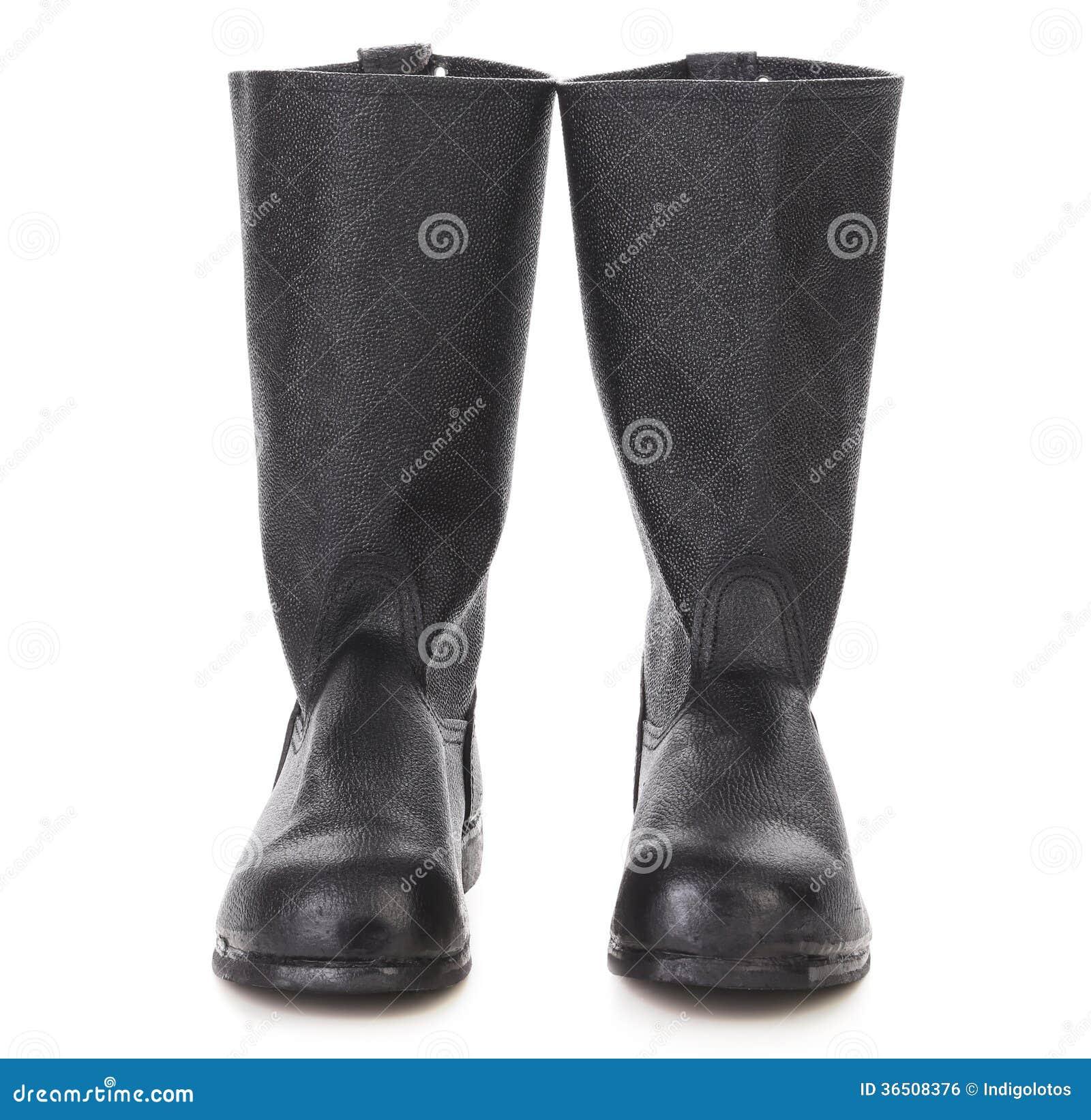 Couleur noire de hautes bottes.