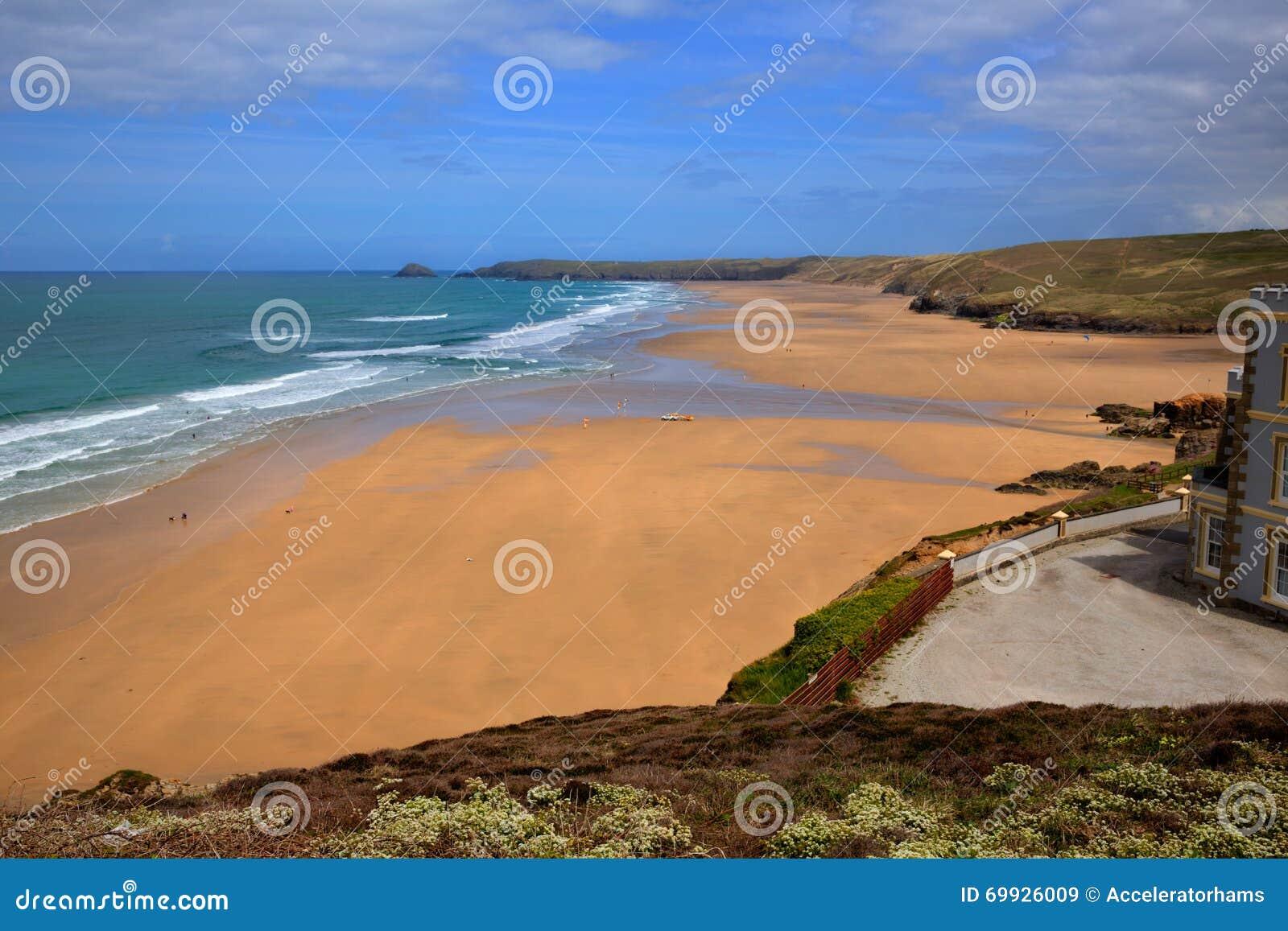 Couleurs riches BRITANNIQUES de Perranporth les Cornouailles Angleterre de plage sablonneuse