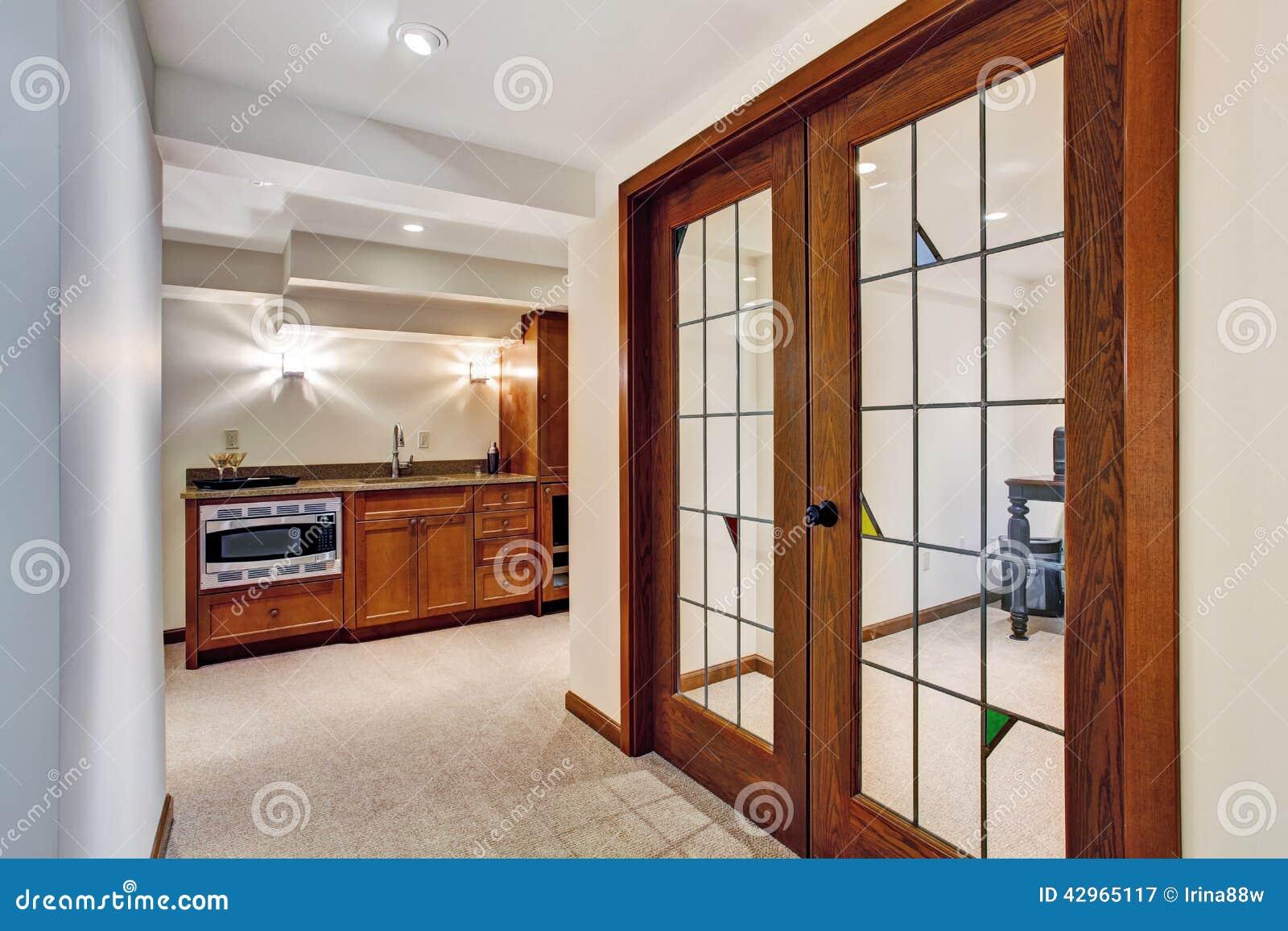 Couloir avec la porte fen tre la pi ce de bureau photo - Porte photo bureau ...
