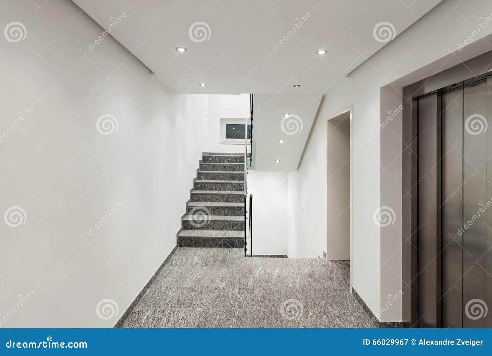 Couloir d un immeuble moderne