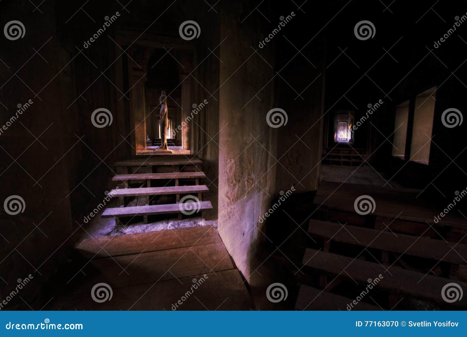 Couloir dans Angkor Wat, Cambodge
