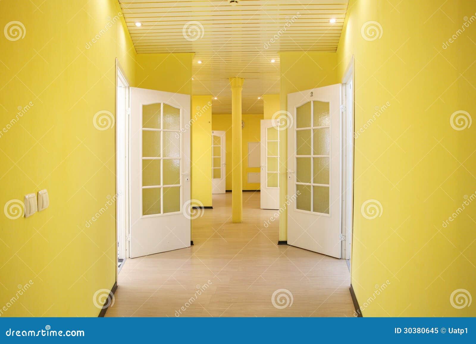 couloir jaune photo libre de droits image 30380645. Black Bedroom Furniture Sets. Home Design Ideas
