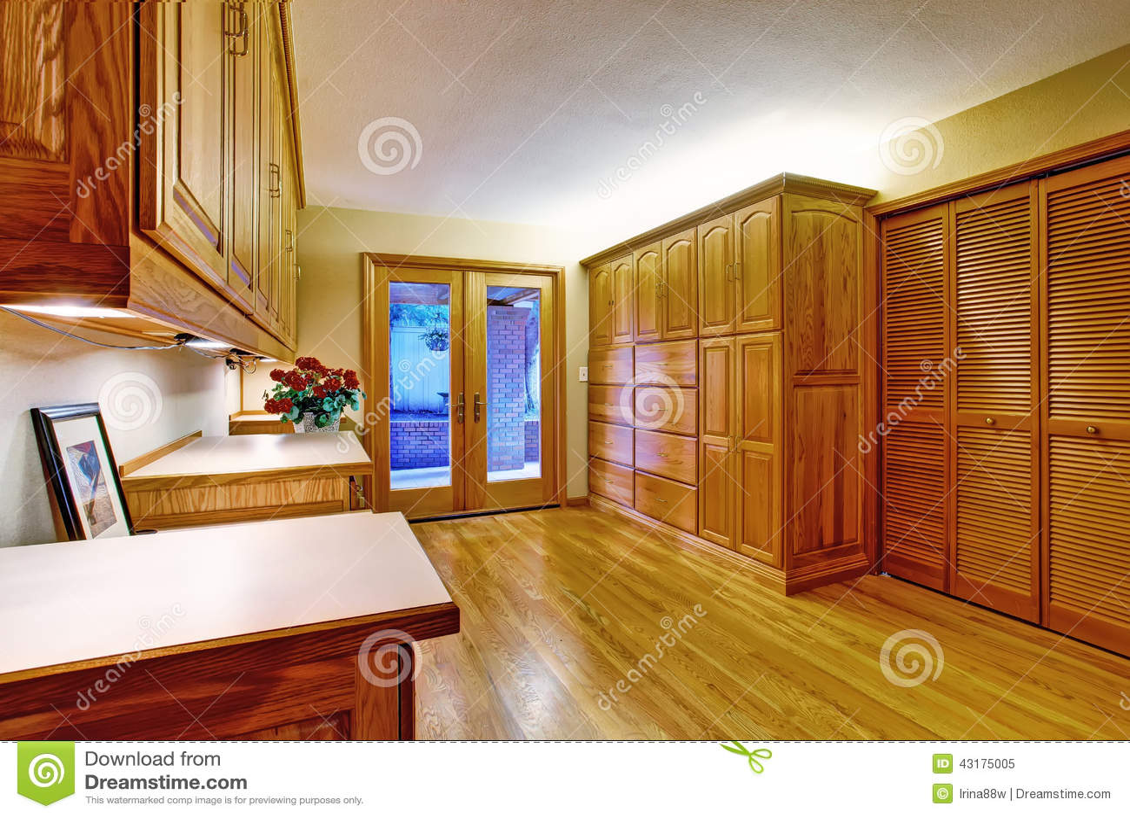 Couloir Meubl Avec La Porte En Verre La Plate Forme De  # Meuble La Porte
