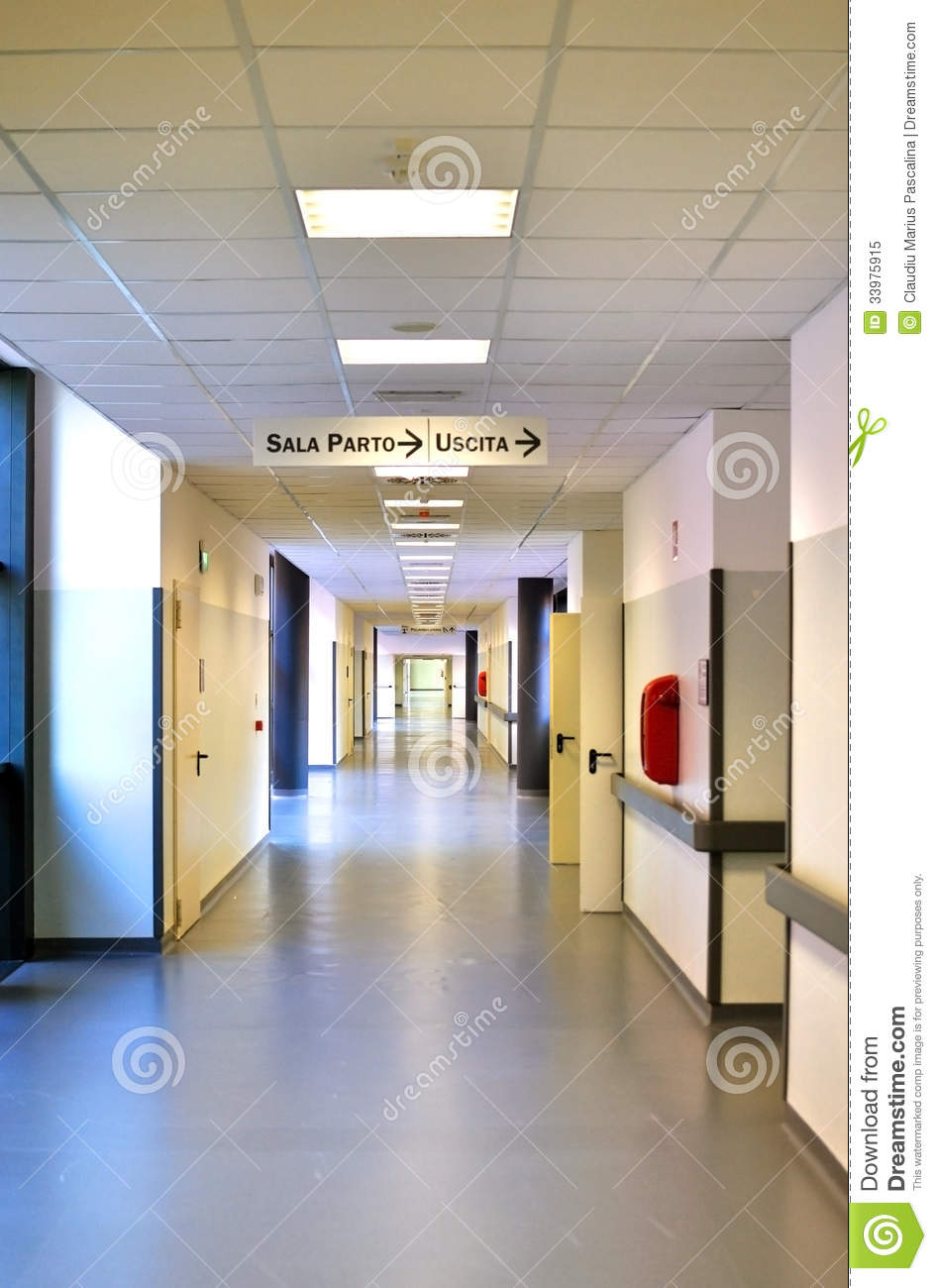 Couloir moderne d 39 h pital en italie photo libre de droits for Interieur hopital