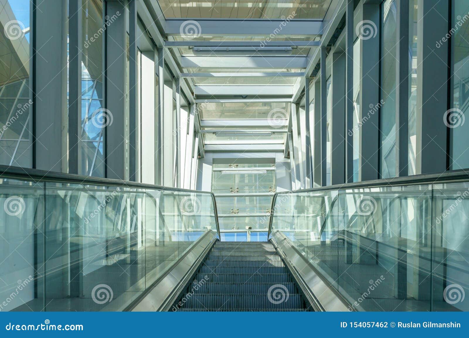 Couloir vide dans l immeuble de bureaux moderne