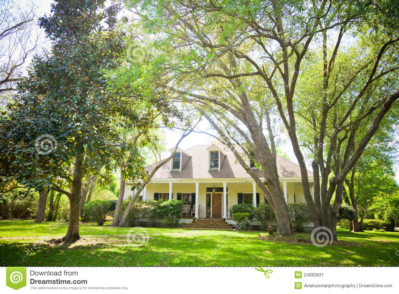 Country Cottage Home And Garden Stock Image Image 24083631