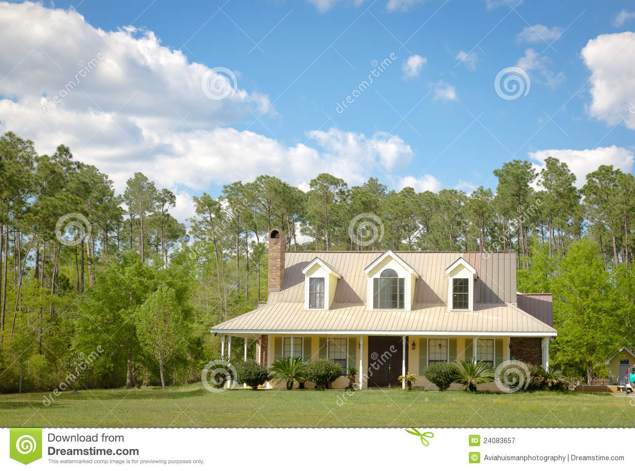 Country Cottage Home And Garden Royalty Free Stock Photography Image